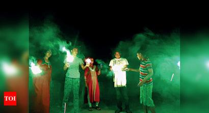 Crackers burst as Kol gets into Diwali mode at 9pm