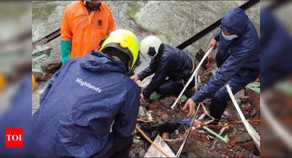 Mumbai: Portion of chawl in Vakola crashes, three missing | Mumbai News - Times of India