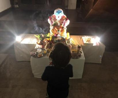 Shah Rukh Khan's son AbRam shares a sweet moment with his Ganpati 'Pappa' and melts our hearts (see picture)